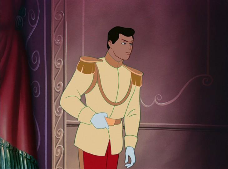 Príncipe de Cenicienta sin barba sosteniendo su cinturón
