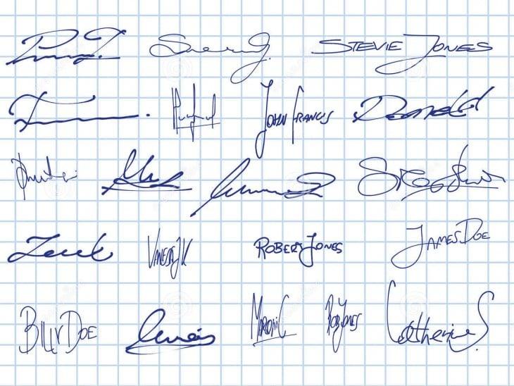 firmas sobre una hoja de papel cuadrada