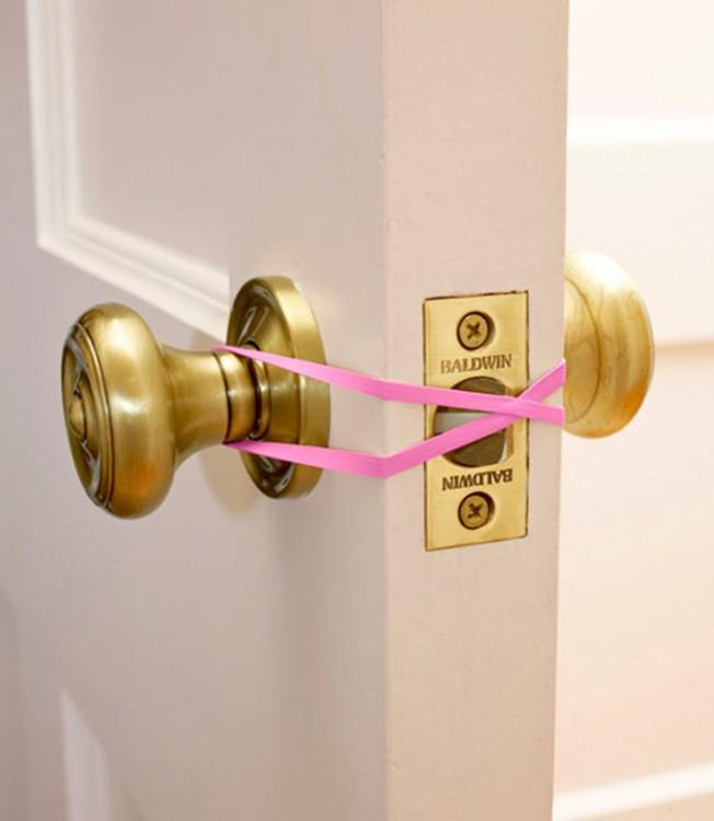 Banda de goma para evitar que la puerta se cierre