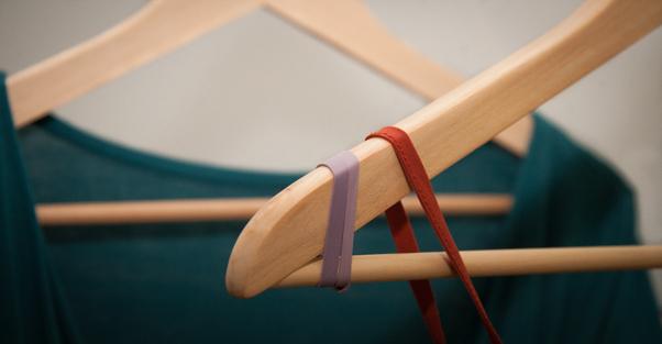 Bandas de goma para detener la ropa en las perchas