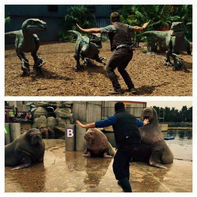 Cuidador de un zoológico recreando la escena de Jurassic World