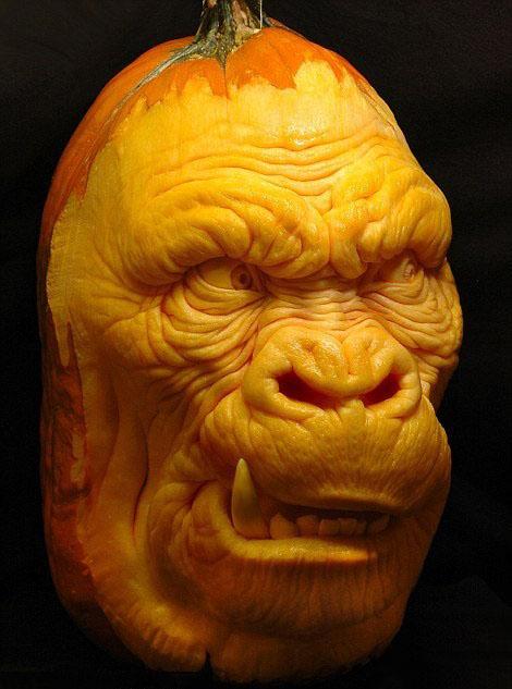 arte con calabazas en forma de cara de bestia o de gorila