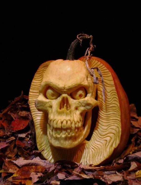 arte en calabaza con la figura de un cráneo