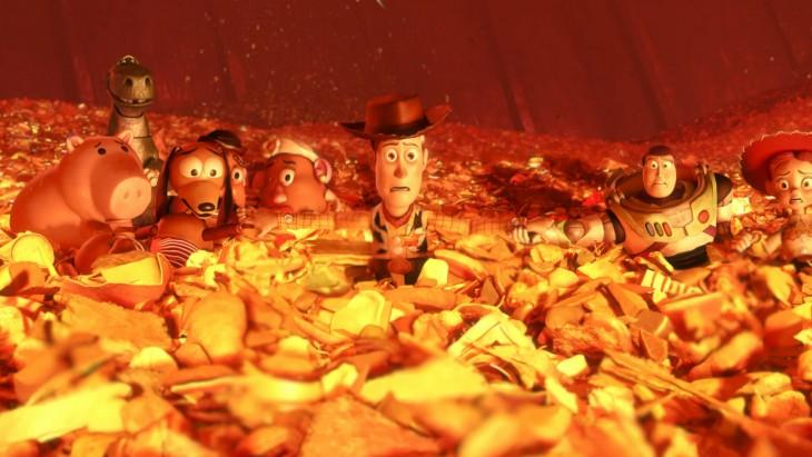 personajes de toy story justo en el momento del incinerador del basurero