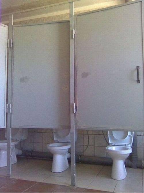 baños en los que se ve todo si te sientas a orinar o hacer popo