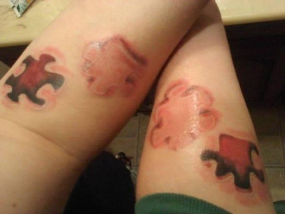 tatuaje de parejas con piezas de rompecabezas