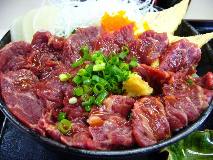 basashi comida tipica de japon carne de caballo cruda