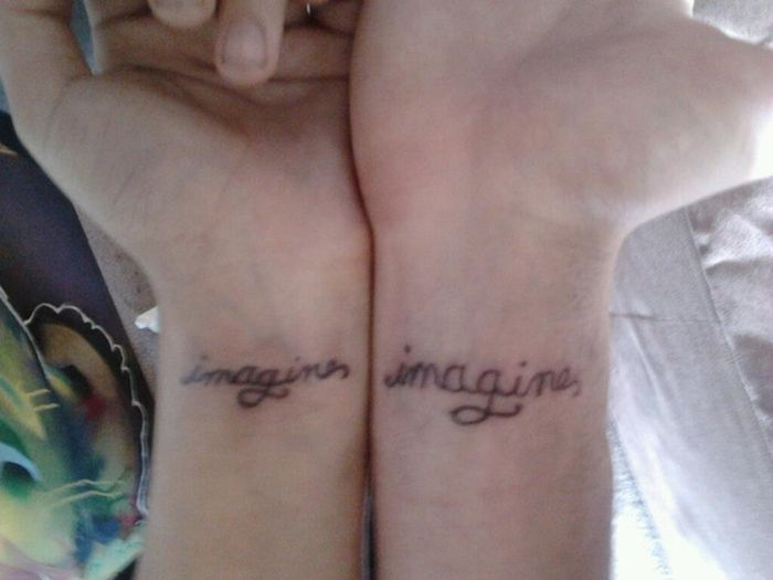 tatuaje con la palabra imagine