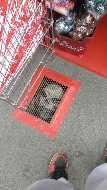 ventilacion del piso con una mascara de payaso
