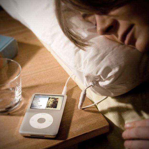 una almohada que te arulla mientras duermes