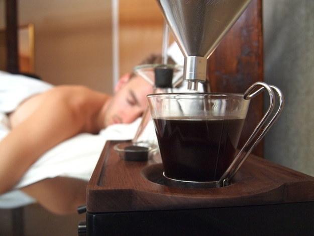 despertador que hace cafe al sonar la alarma