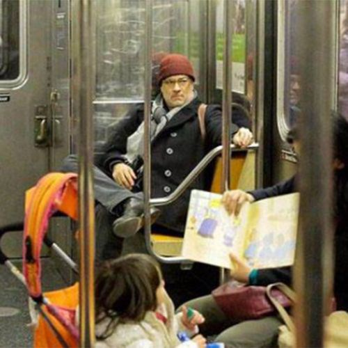 tom hanks en el metro
