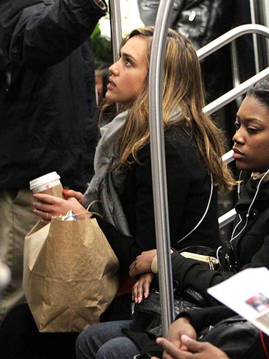 jessica alba en el metro