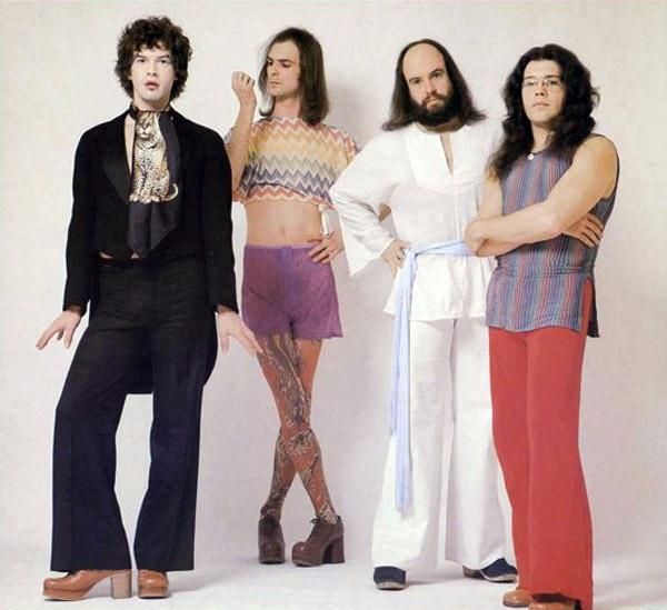 banda rara y ridicula con diferentes modas de las 60