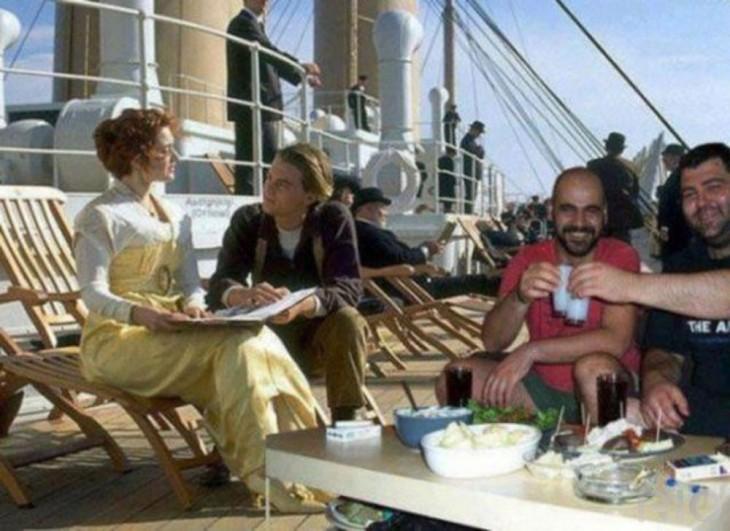 hombres se hacen photoshop en escena del titanic