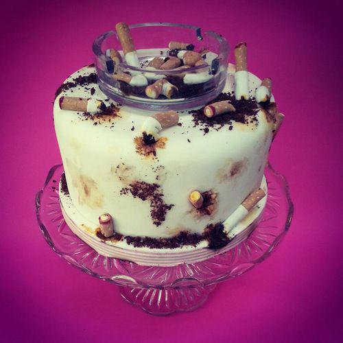 pastel en forma de cenicero sucio