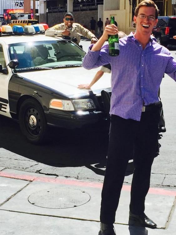 policia trollea foto de visitante