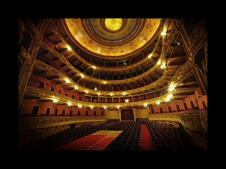 Exterior del Teatro El Círculo en Rosario, Argentina