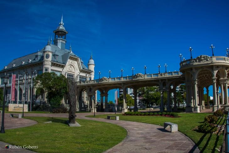 Museo de Arte de Tigre a orillas del Río Luján en Buenos Aires, Argentina