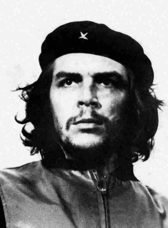 el Che Guevara  fue un político, escritor, periodista y médico argentino-cubano