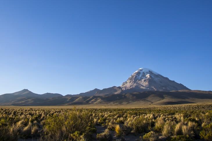 Parque Nacional Sajama en Bolivia al noroeste en la frontera con Chile