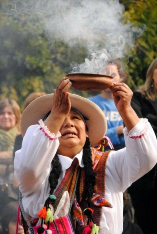 Ritual de la Pacha Mama (primordial Diosa de la Vida, la fertilidad de la tierra, las semillas y los frutos)