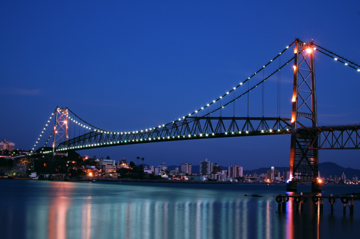 Puente Herlicio Luz en Florianopolis, Brasil