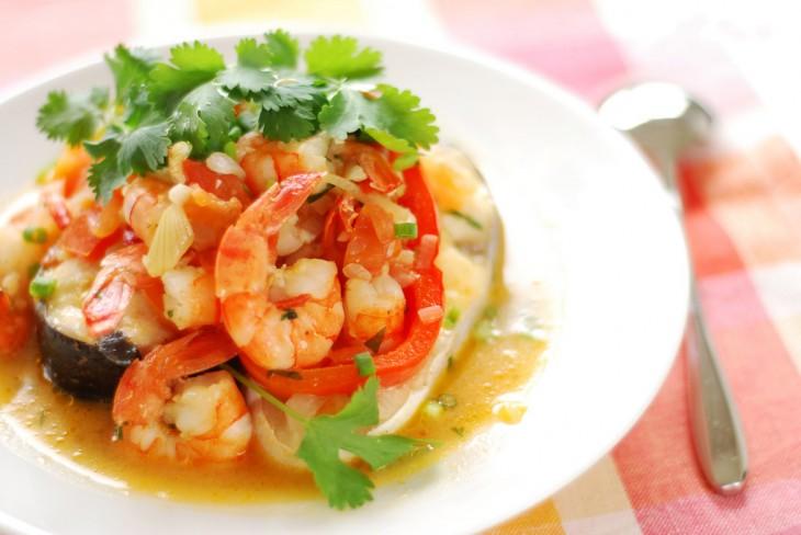 Moqueca de pescado y camarón, platillo de origen indígena brasileño