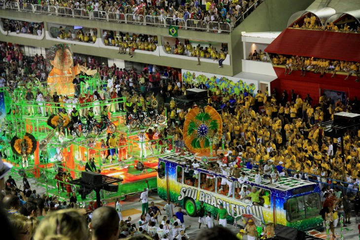 Desfile de campeones en el carnaval de Río de Janeiro, Brasil