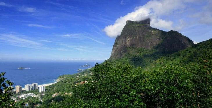 Paya de Sao Conrado y Pedra da Gávea en Rio de Janeiro, Brasil