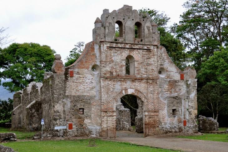 Ruinas  de la Iglesia de la Inmaculada Concepción de Ujarrás, construida entre 1686 y 1693, en Paraíso de Cartago
