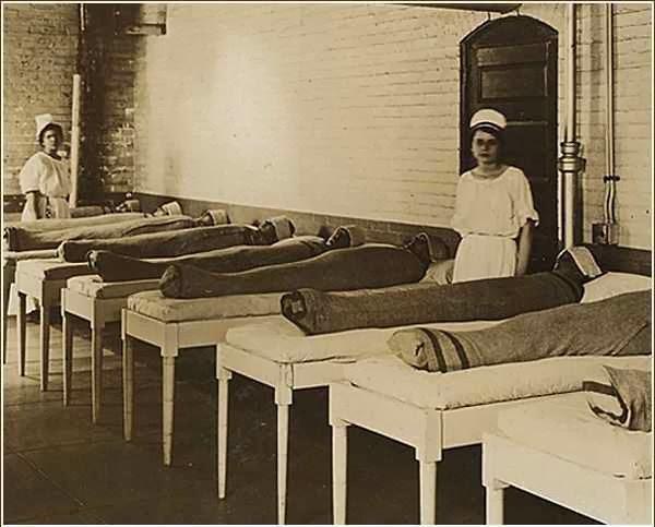 HOSPITALES PSIQUIATRICOS ENREDABAN A LOS PACIENTES EN SABANAS MOJADAS