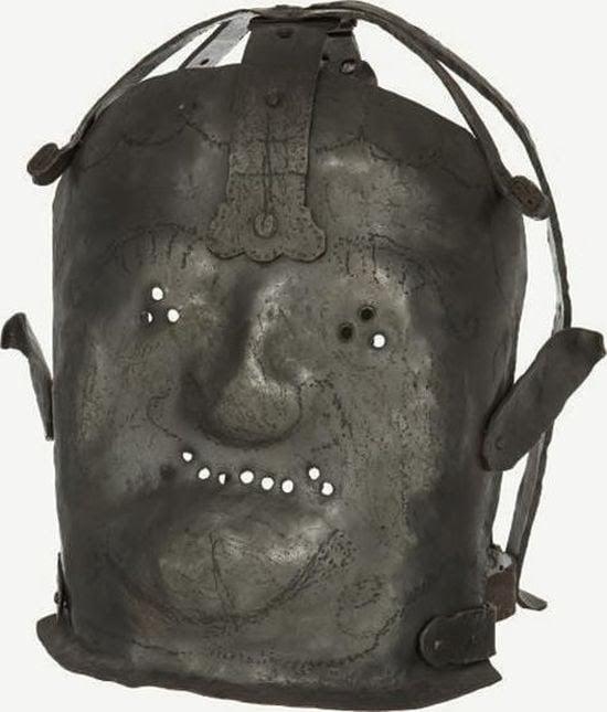 """Máscara que colocaban a """"los locos"""" en el siglo XVII."""