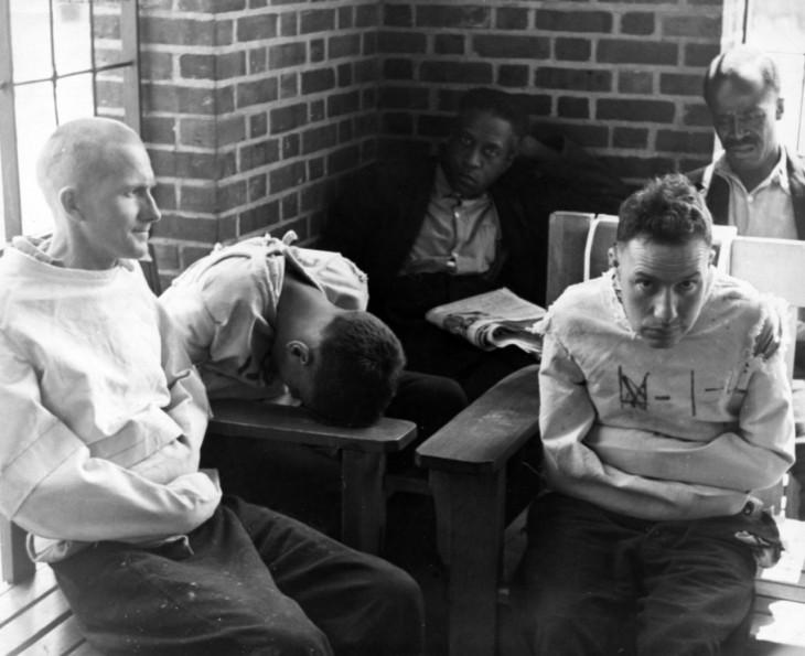Los médicos de este hospital psiquiátrico empezaron a utilizar grandes dosis de insulina y metrozol para llevar a los pacientes violentos a un estado de coma inducido, tan sólo para librarse de ellos.