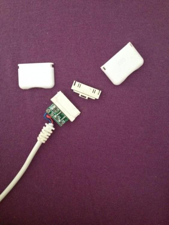 accesorio de iphone trozado en pedazos