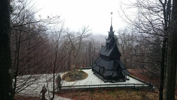 Iglesia del hechizo de Fantoft, cerca de Bergen, Noruega