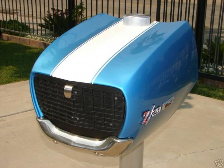 Buzón con forma de cofre de carro