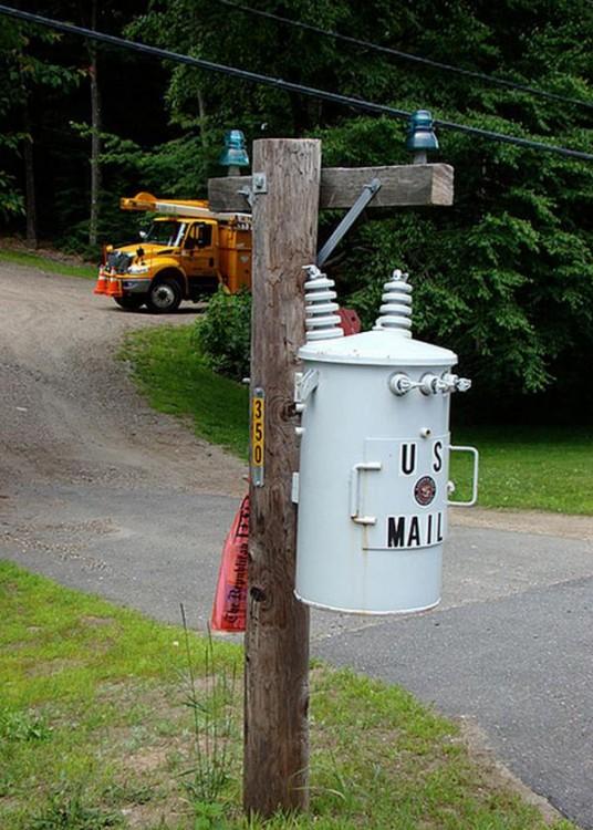 Buzón en forma de poste de electricidad