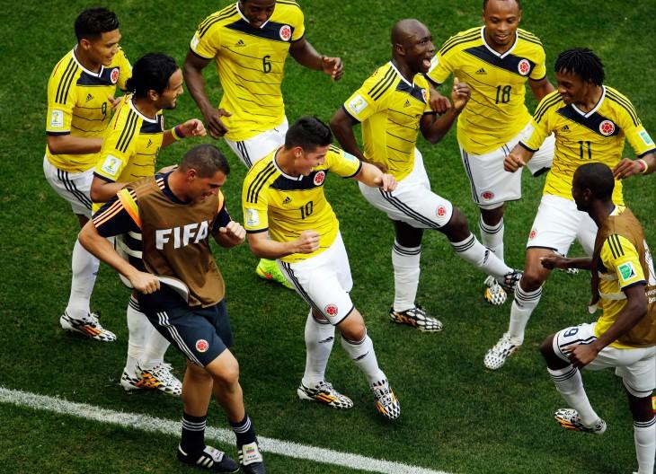 seleccion colombiana festejando triunfo