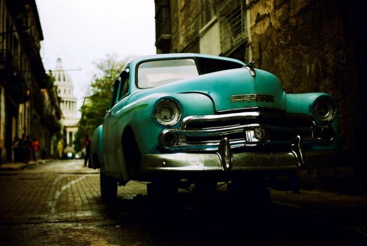 AUTOS ANTIGUOS COMO TRANSPORTE COMUN EN CUBA