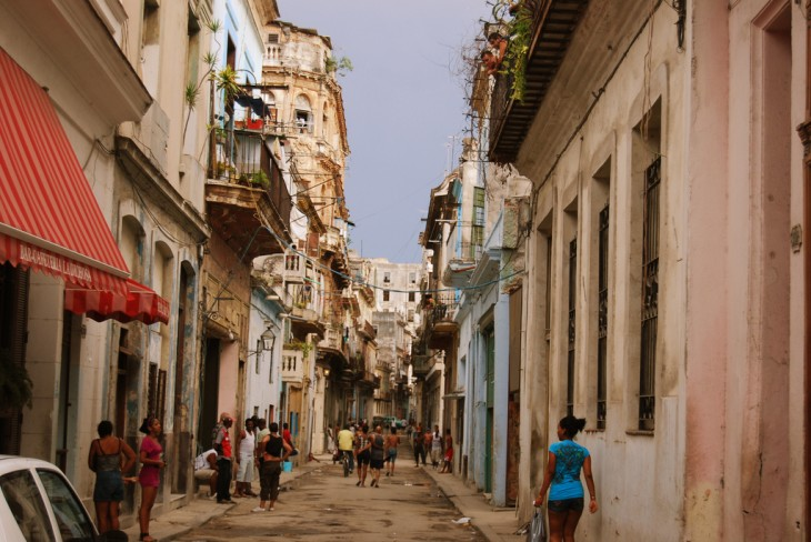 CALLES DE CUBA SIN ANUNCIOS PUBLICITARIOS