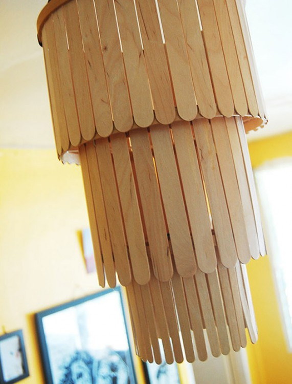 Candelabro hecho con palos de paleta