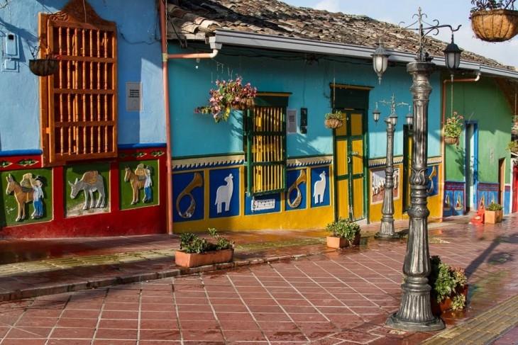 calle del recuerdo guatapé