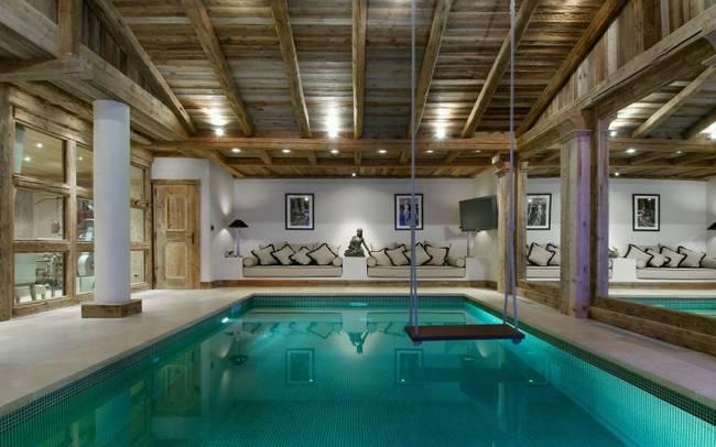 Balançar no meio de uma piscina
