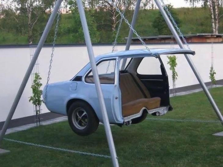 Balanço feita com metade de um carro