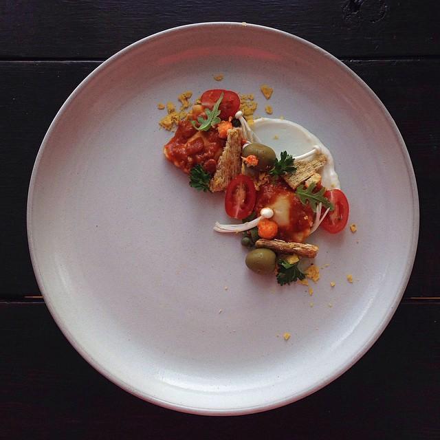 Chef ravioles de res, fragmentos de galleta Triscuit y crema Miracle Whip