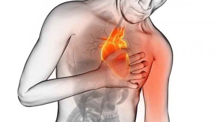 Dibujo de una persona tocando su pecho mientras recibe un ataque al corazón