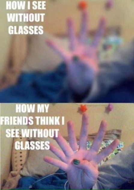 imagem dividida em duas partes da percepção de pessoas com e sem óculos