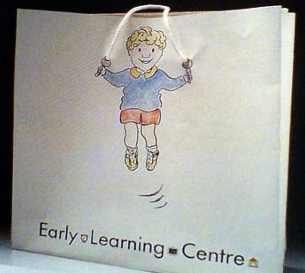 bolsa con el diseño de un niño brincando la cuerda
