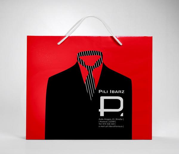 diseño de una bolsa de pili ibarz  con un traje